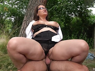 Big ass mature rides dick thither a park and swallows
