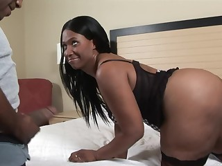 Extended ass pornstar Tracey Mathis craves for hardcore fucking