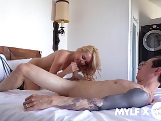 A big dick beside her cunt makes Aaliyah Love a very happy widely applicable