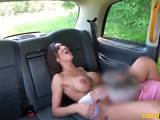 Aroused wife gets laid on the back seat and she loves quickening