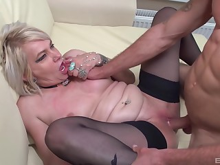 Pussy eating makes dirty mature Elena horny be proper of his large dick