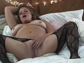 Solo video be worthwhile for a BBW wife apropos stockings playing with a dildo