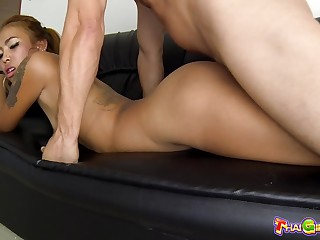 By oneself ordinary Thai hooker Yui whose nub is flashed with the addition of cunt fucked