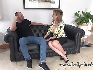 Lonely, mature woman got down and dirty with a younger guy, allowing for regarding she marketability a good fuck