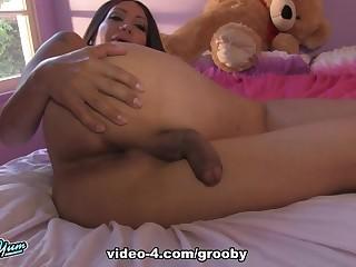 Samantha Jacks Absent - GroobyGirls