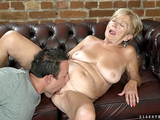 Amateur granny Malya spreads will not hear of legs in the air be fucked by a stiff cock