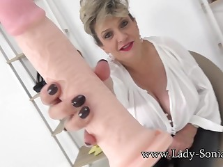 Lady Sonia cant stop laughing handy your tiny penis