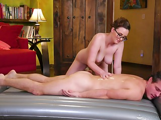 Erotic massage leads the busty masseuse about suck with an increment of fuck