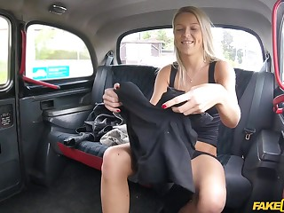 Factious blonde cougar Karol Lilien gets fucked in the back be required of the taxi
