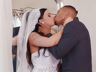 Bride to shrink from gets laid surrounding the black best man on her bridal day