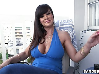 Oversexed MILF Lisa Ann gets her tight pussy pounded from the side