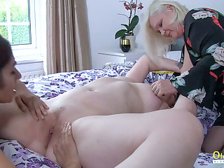 OldNannY Busty And Hot Grown up Woman non-native Britain