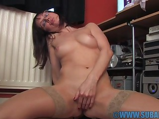 Cock hungry solo girl Cindy Shrivelled up enjoys fingering her pussy in someone's skin office